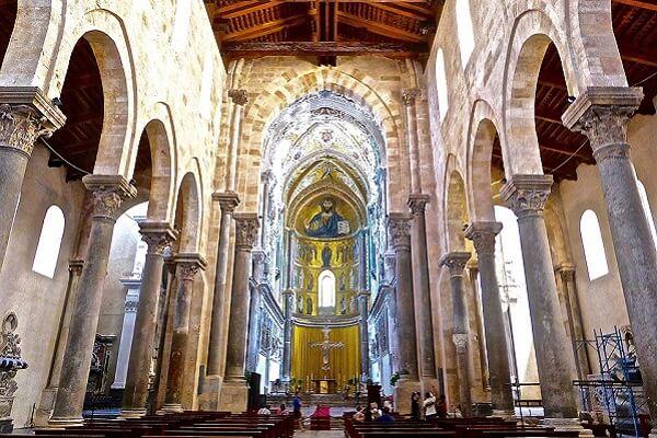 Interieur de la cathédrale de Cefalu Sicile